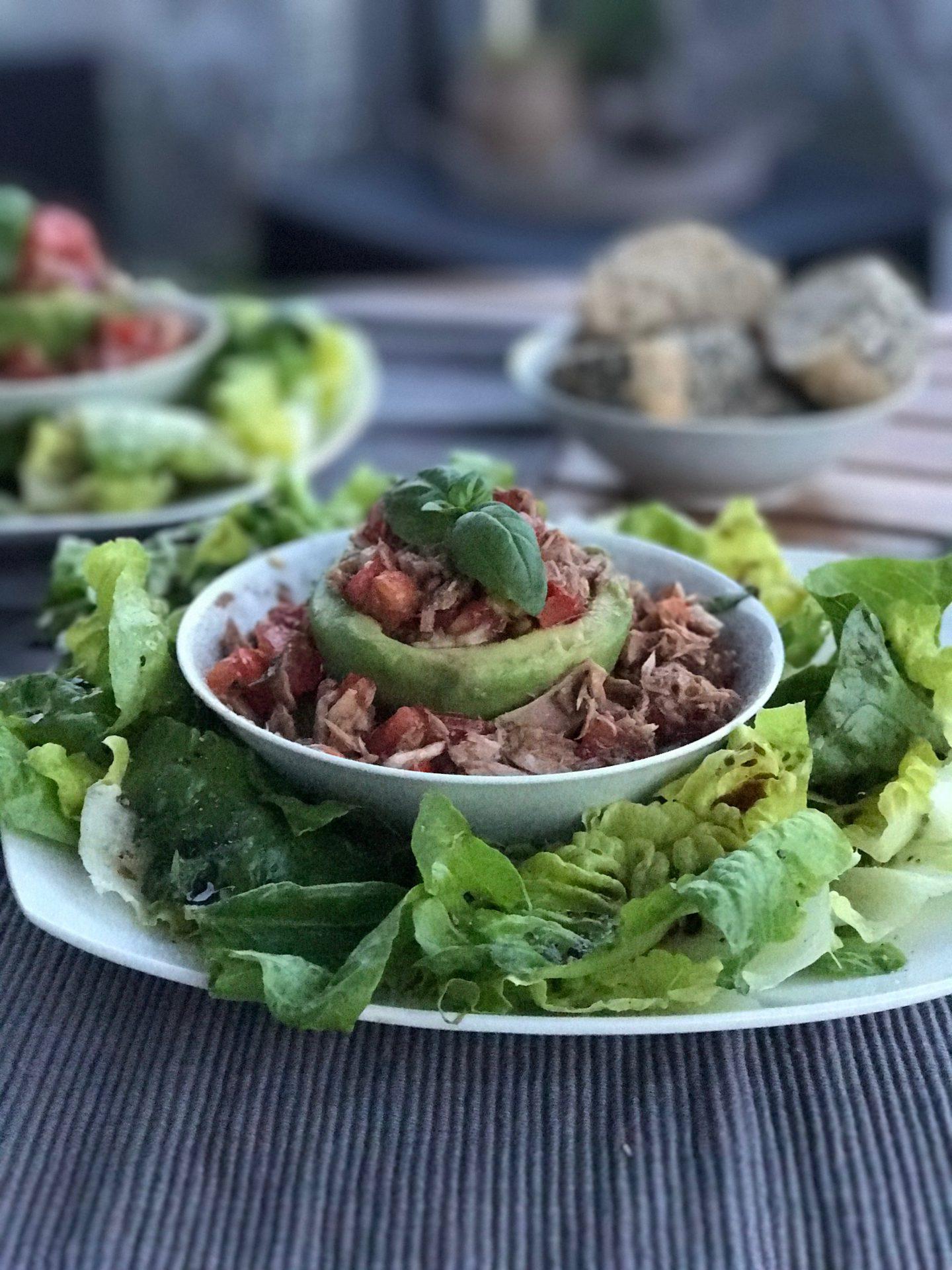 NUTRITION – Salat mit Avocado und Thunfisch